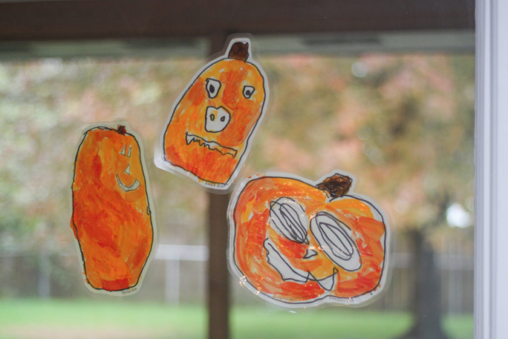 Fall Pumpkins Halloween Craft for Kids -  Jack o lantern window catcher painting project perfect for toddlers preK or kindergarten kids - Midkid Mama Blogz