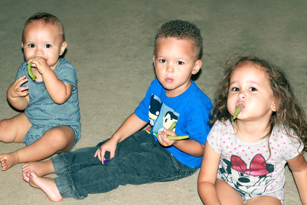 toddlers eating veggies