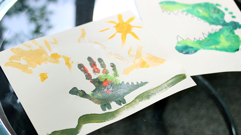Daytime dinosaur painting project for preschool children