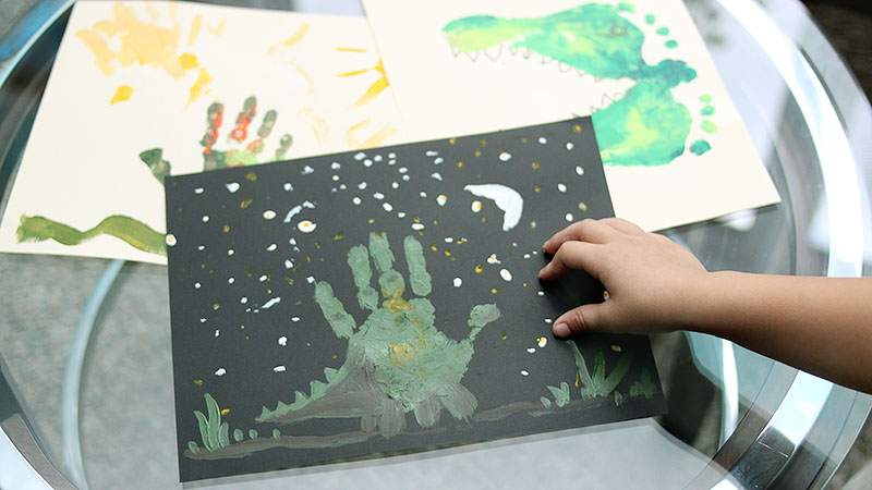 Adorable dinosaur handprint art project for kids from MidKid Mama Blog